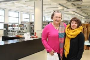 Dolores Baťa Arambasic a Markéta Pilátová v knihovně